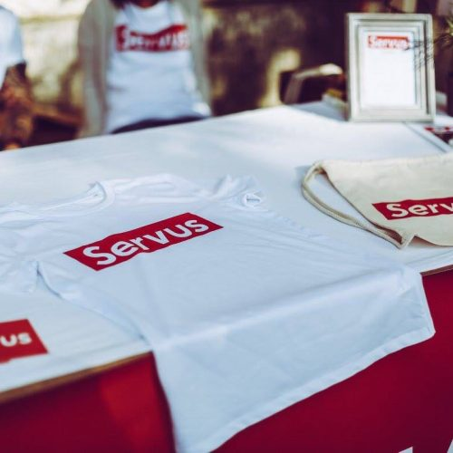 Beutel und T-Shirt